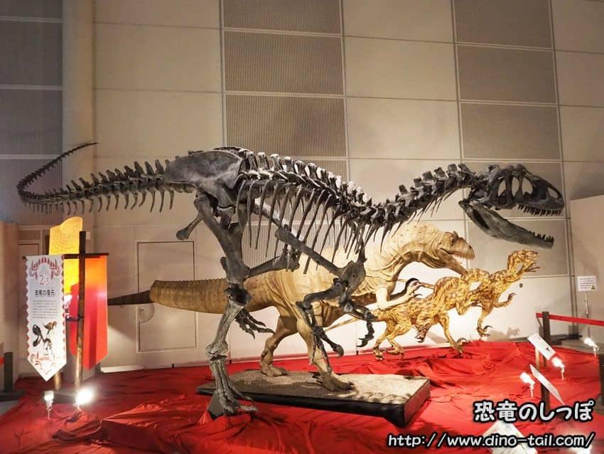 アロサウルスの全身骨格化石